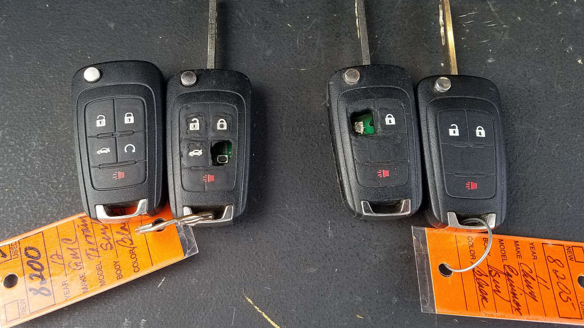 Broken car keys with the new replacement keys.