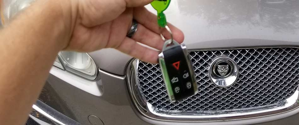 What is a Smart Key (Also Known as a Keyless Ignition System)?