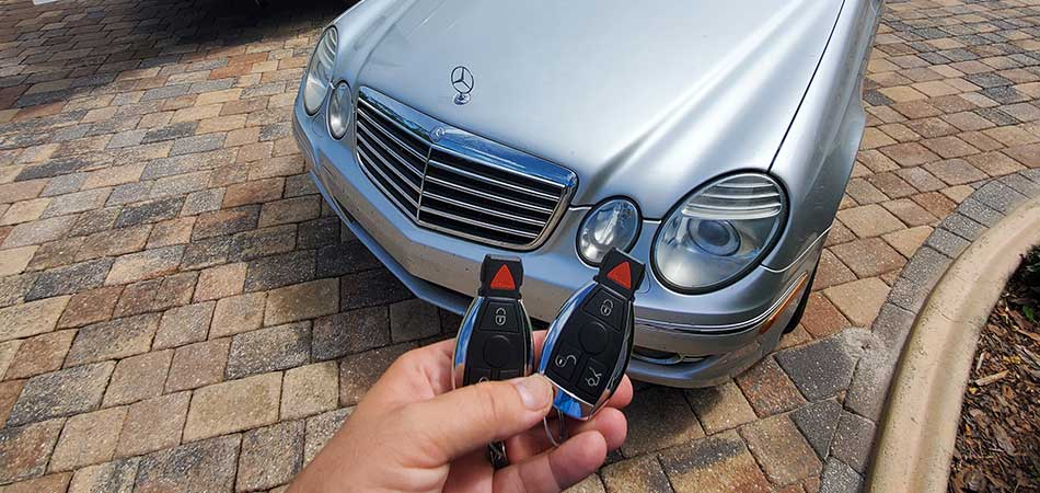 Mercedes Benz key replacement by a mobile locksmith in Brandon, FL.
